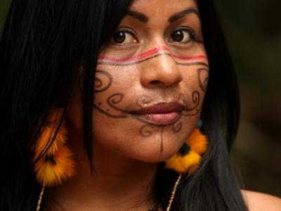 Djuena Tikuna celebra seu primeiro disco no Teatro Amazonas